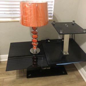 Mesa de sala y lámpara